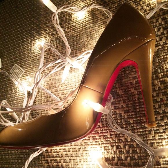 a12eb9a8666e Christian Louboutin Shoes - Christian Louboutin Nude Décolleté 868 Heels