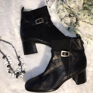 Shoes - 🌟Black leather booties