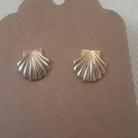 Avon 14k Gold shell earrings from Ryaens closet on Poshmark