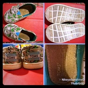 Dinosaur themed canvas shoes (toddler)