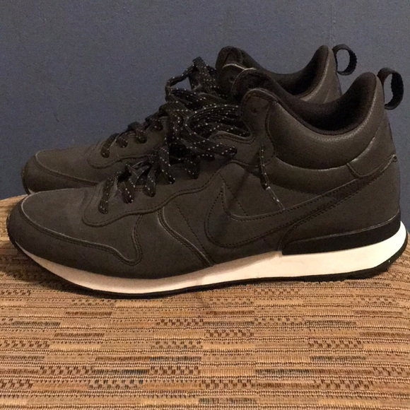 df1d404a895 Nike Internationalist Mid PRM. M 5a1b65695c12f868bd0943c8