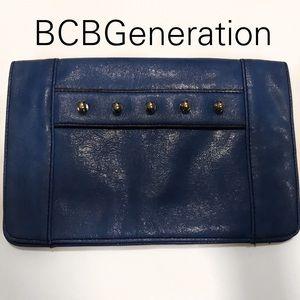 BCBG BCBGENERATION QUINN BLUE FAUX LEATHER CLUTCH