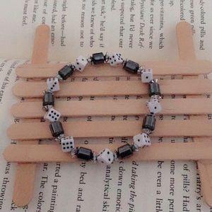 25% off 💍 White & Black Dice Beads Bracelet