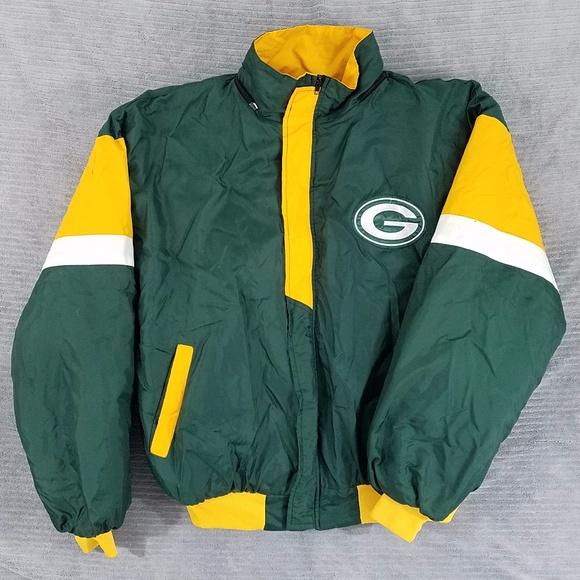 fd28e0233 Heavy Green Bay Packers winter jacket. M 5a1b87603c6f9fadb00a4dfa