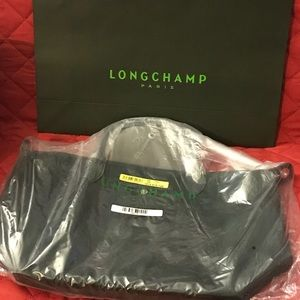 MAKE AN OFFER!Longchamp Pliage Neo Medium