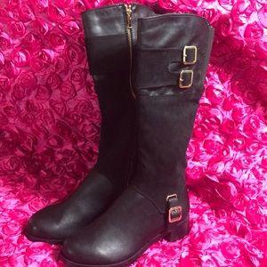Shoes - ✨Women's fashion boots ✨
