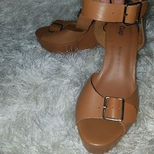 Tan leather Gap Wedges