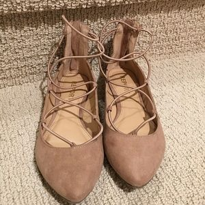 🌻🌼👡 Cute, like new faux suede lace-up flats