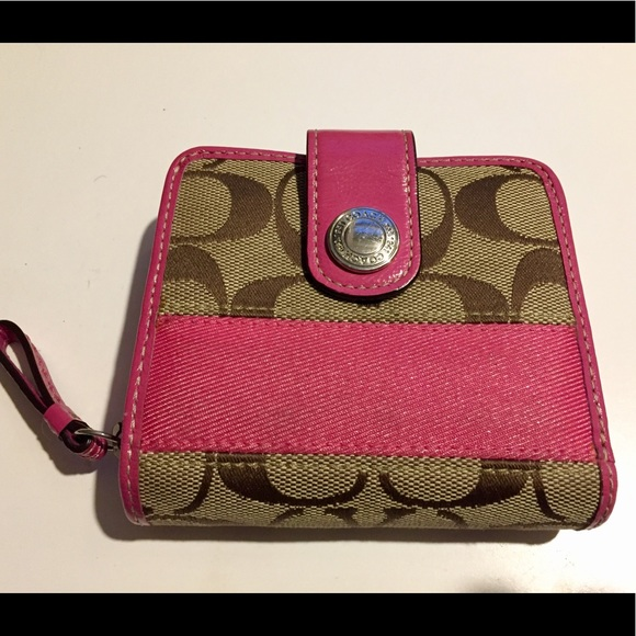 d47fa86b 💖Authentic Coach wallet, pink trim, like new!!