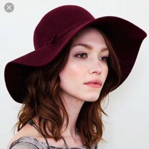 Other - Felt floppy hat in burgundy/wine