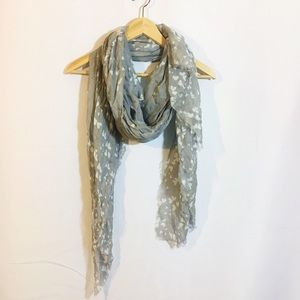 Accessories - NWOT grey and white polka dot heart scarf