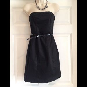 HM BLACK AND WHITE STRAPLESS DRESS WITH BELT