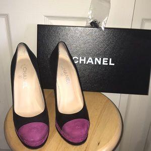 Beautiful Chanel Magenta &Black Suede Captoe Pumps