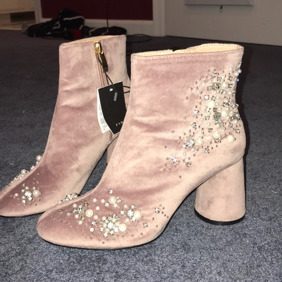 a3638222ba3 Zara unworn light pink suede booties NWT