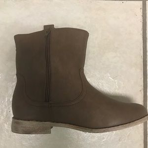 NWT ADORABLE SHORT BOOTS