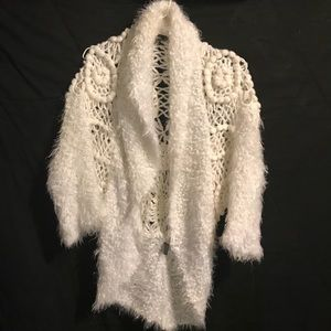 Sioni crochet, white sweater shrug