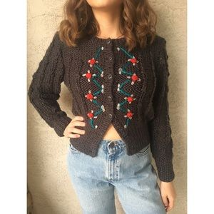 [vintage] embroidered cropped sweater