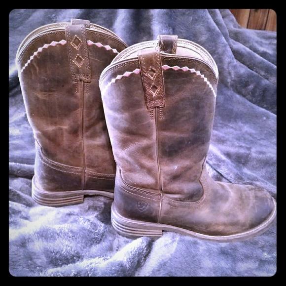 d5464d38305 Ariat Unbridled Roper Boots-Round Toe