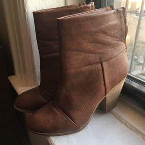 Shoes - CAMEL ANKEL BOOT w/ heel size 10