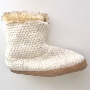 Shoes - Fluffy warm slipper booties cream brown faux fur