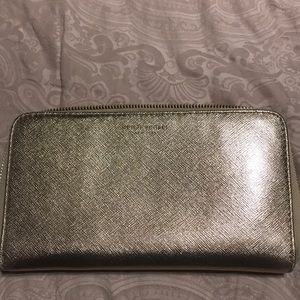 Henri Bendel excellent condition gold large wallet