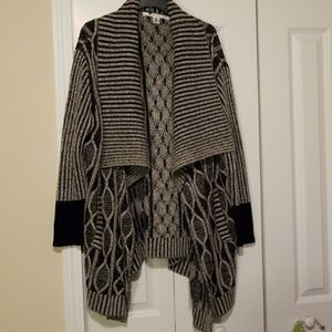 Large collar cardigan
