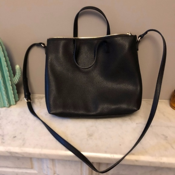 4ef76d9dc9b6 Old Navy Zip-Top Crossbody Bag Black. M 5a1c96ec7f0a056be70dca24
