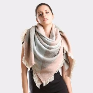 Accessories - NEW • Geometric pattern color block scarf