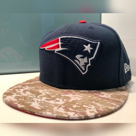c7c96ec8157602 New Era England Patriots Salute Service Fitted Hat.  M_5a1c9bc4fbf6f9cd2c0dd8e8