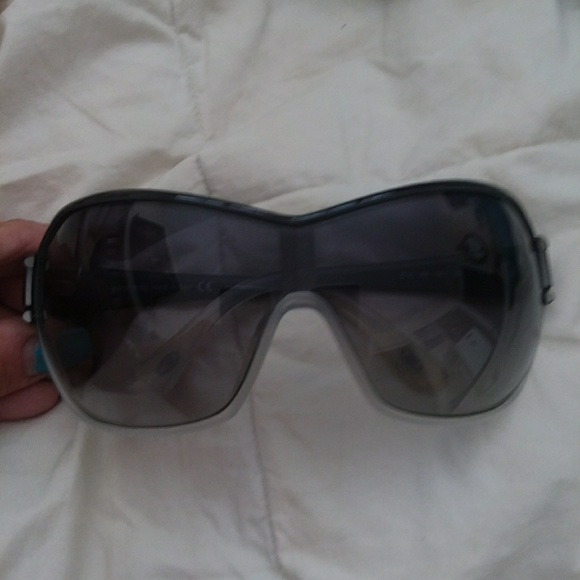1e4cb39a4ae68 Unisex authentic Tod s sunglasses