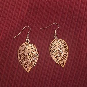 🍁Costume Leaf earrings. Gold and silver tone🍂