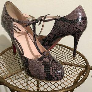 "Signature ""snakeskin"" heels. 7 1/2"
