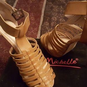 Anne Michelle Safe-22 Platform Sandals