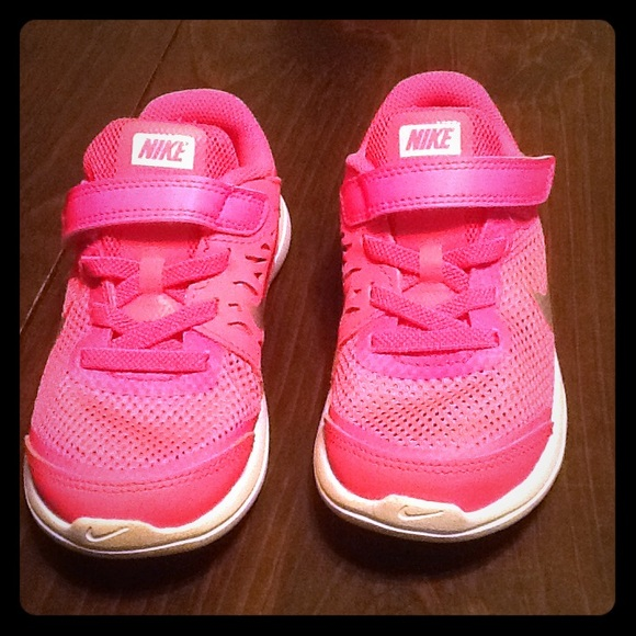 Toddler girls pink Nike Sneaker