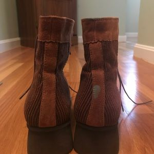 Shoes - VINTAGE Brooklyn Corduroy Boots