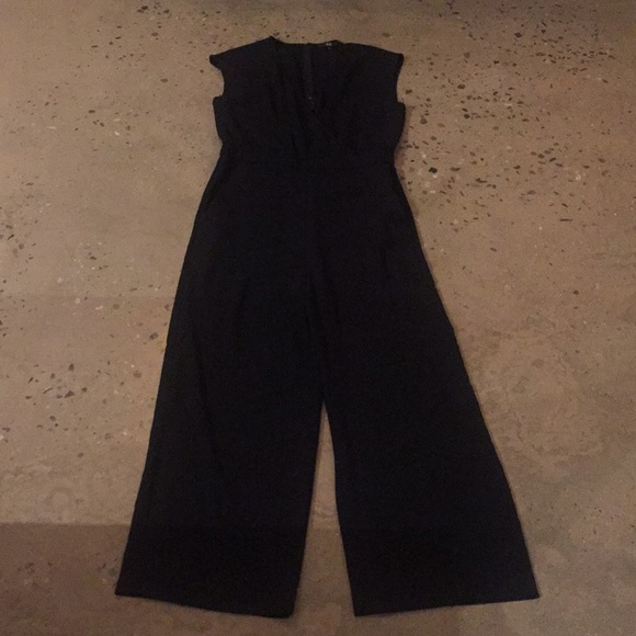 ecf9e0a098da Uniqlo navy blue jumpsuit with wide legs. M 5a1cc435f0137d02100e9cb7