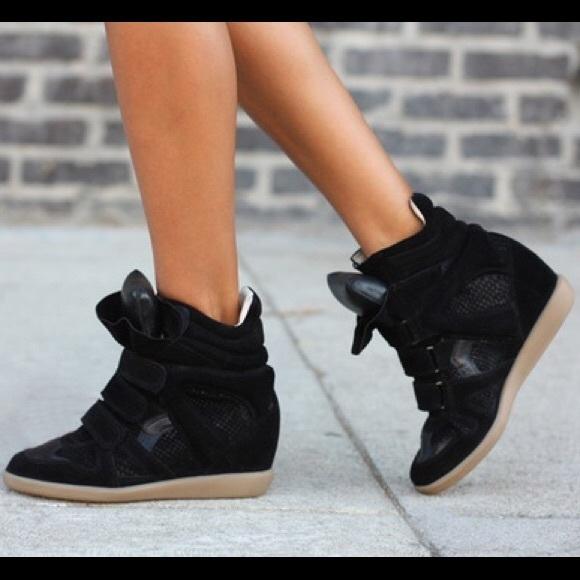 212e05560a2 Steve Madden Hilight Black suede wedge sneakers. M 5a1ccd3a4e8d1761680edeb4