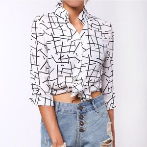Tops - NWOT Black & White Geometric Cropped Button-Up