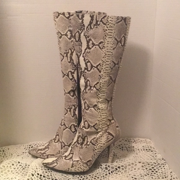 84980cb7826 EUC Colin Stuart brown & cream python boots 6