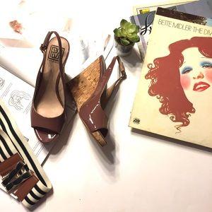 ••Pour La Victoire•• Mauve patent peep toe wedge