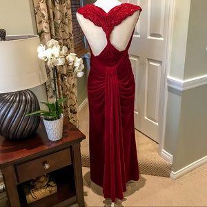 Tadashi Shoji Hollywood Glam Formal Gown