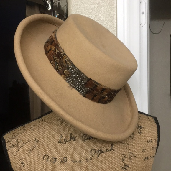 bollman hat co Accessories - Bollman Hat Co. Doeskin Felt Round Hat feather 270dfae66f2