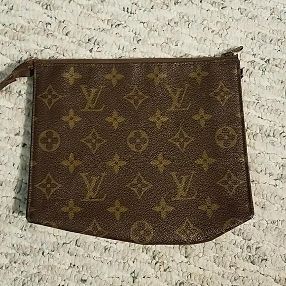 d20c12a0491 Vintage Louie Vuitton Pouchett