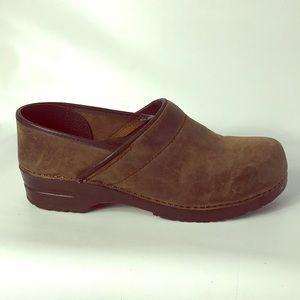 Christmas SALE 🎄Dansko size 10 brown clogs men
