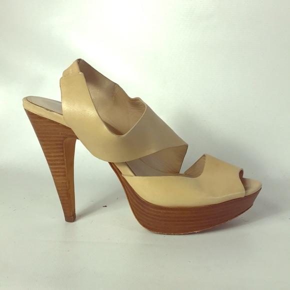 2885d7da9a9b6 Christmas SALE 🎄 sandals 👡 Michael Kors size 7 M