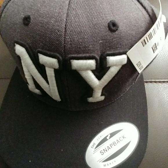 6eaec201181 NWT Aeropostale NY Snapback Hat
