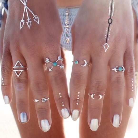 Jewelry - Back in stock set of 6 vintage rings