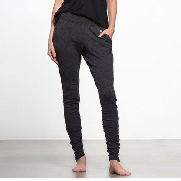 5b4b0705a1ab2 ALO Yoga Pants | Yen Joggers Sz Medium | Poshmark
