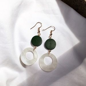 Jewelry - Vintage look green white circles