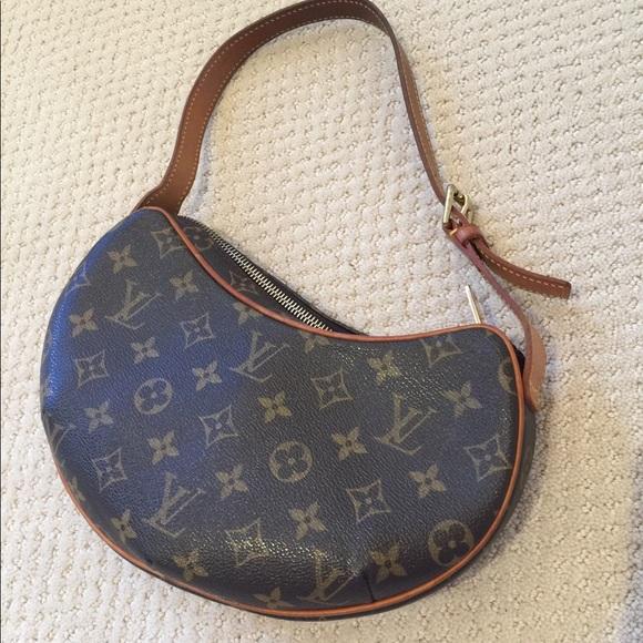 61d9cf56351 Louis Vuitton Handbags - Authentic Louis Vuitton kidney shaped bag